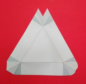 dreieckige Schale aus Papier 03